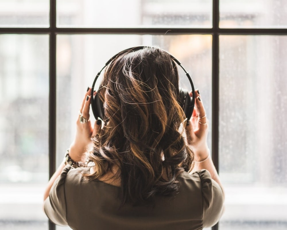listening-to-podcast-with-headphones